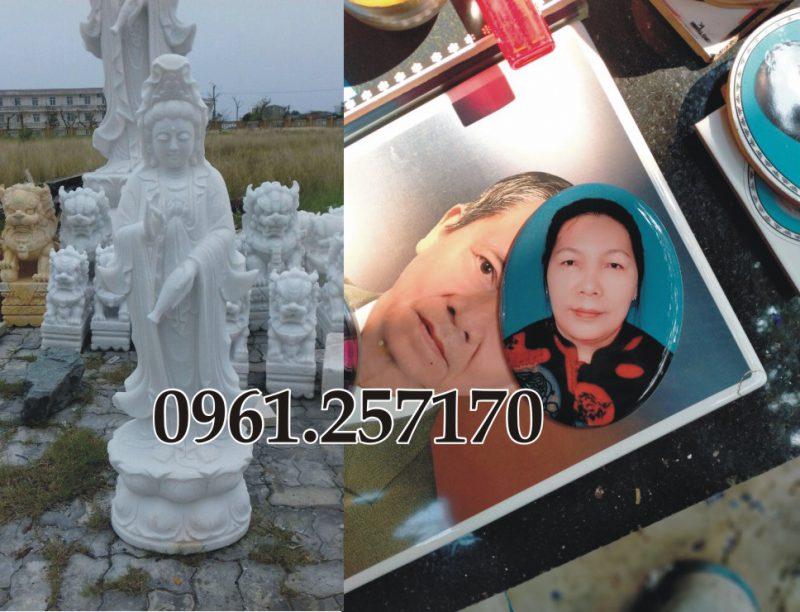 Tượng phật và tranh khắc đá trang trí mộ phần.