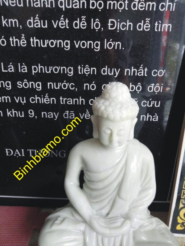 Tượng Phật và tranh khắc đá được chế tác rất khéo léo.